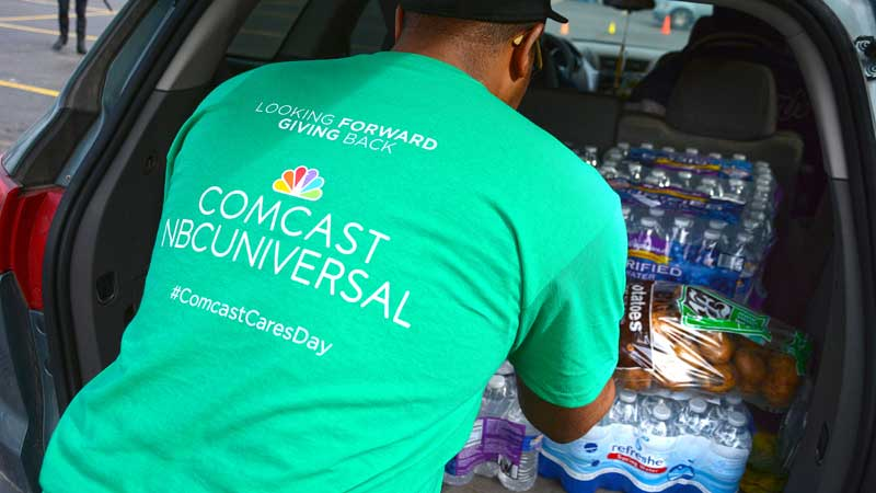 Comcast Cares Day volunteer loading items into car